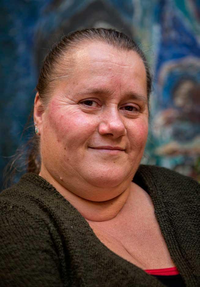 Profilbilde av Monica Haugen. Hun kikker smilende inn i kameraet.
